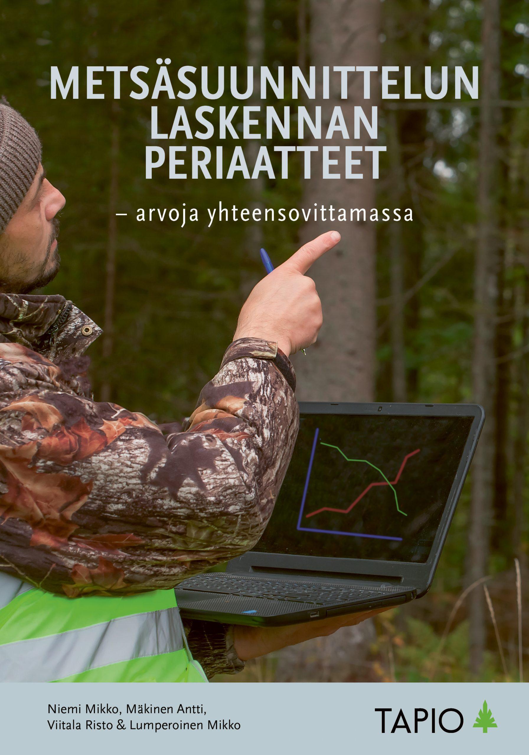 Laskennan perusteet -kirjan kansikuva. Kuvassa metsää ja ihminen tietokoneen kanssa.